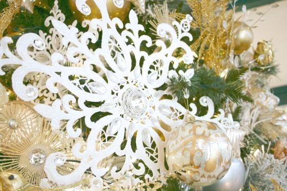 alena_kirby_christmas_tree_2013_snowflakeb