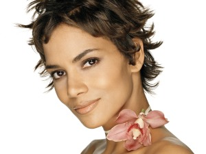 Halle-Berry-Wallpaper-4