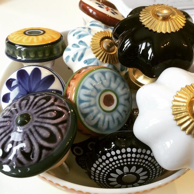 decorative door knobs, drawer pulls