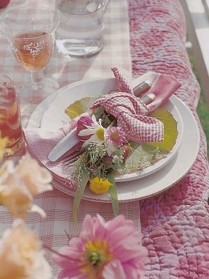 I'm loving the use of a quilt as tablecloth.  So country-chic and cozy!