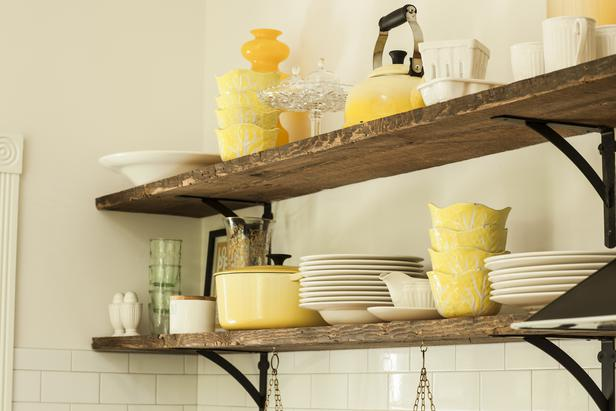 rustic-open-kitchen-shelves-l-2423c16853e4532e