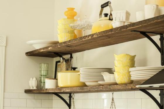 rustic-open-kitchen-shelves-l-2423c16853e4532e